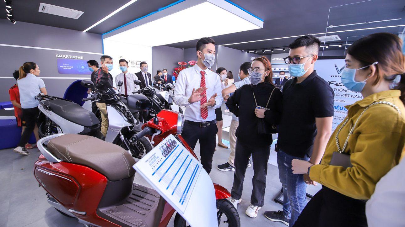 VinFast khai trương cùng lúc 64 showroom Vin3S - 166964640 10215501091800025 1286107810578911159 n