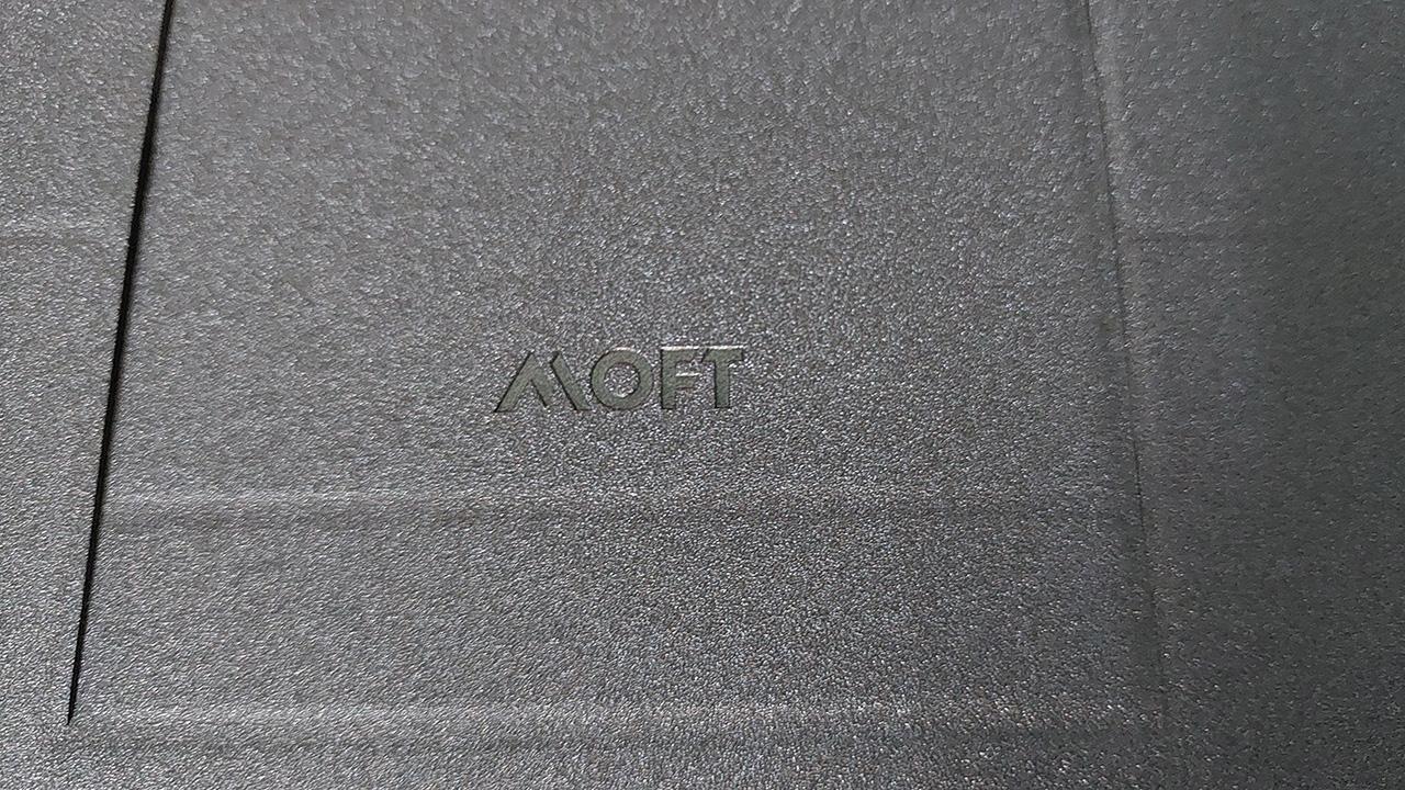 Làm việc trên ultrabook thoải mái hơn với giá đỡ MOFT Air-Flow - 20210321 120442