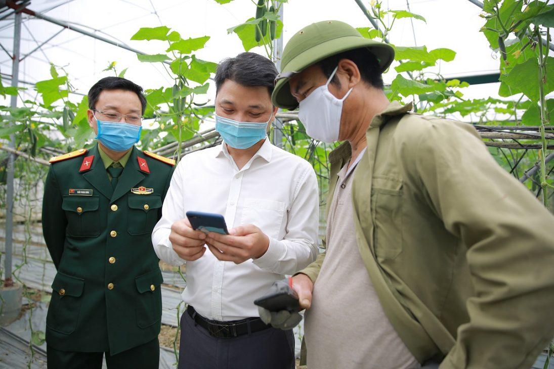 Sàn Voso.vn hướng dẫn nông dân Hải Dương bán hàng online và livestream tại vườn - 2M6A4814