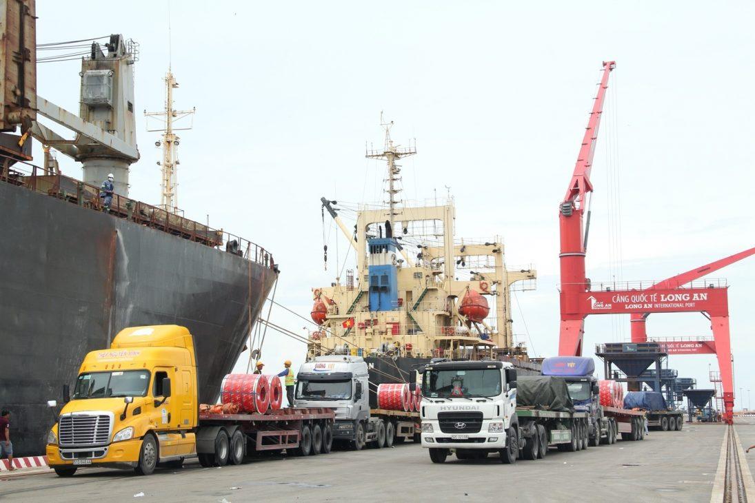 Thủ tướng thăm Cảng Long An và khảo sát vị trí xây nhà máy điện tỉ USD - Cang tu lieu 3