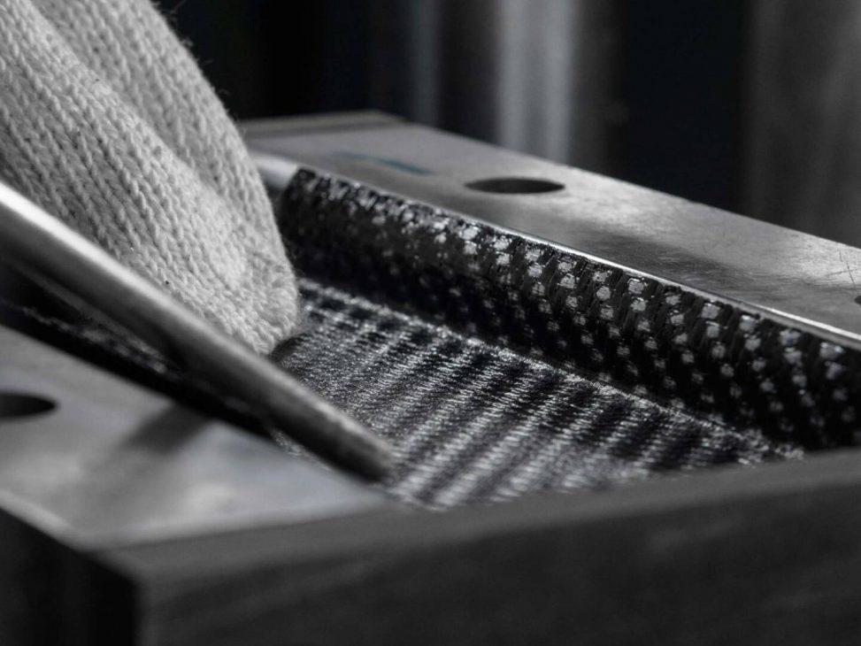 Carbon 1 MK I: smartphone đầu tiên thế giới làm bằng sợi carbon chính thức trình làng - Carbon 1