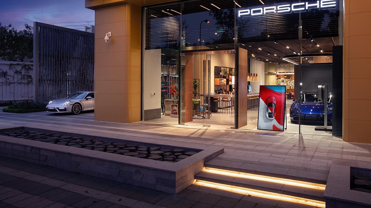 Porsche Studio Hà Nội chính thức mở cửa đón khách - PAP21 0035 fine