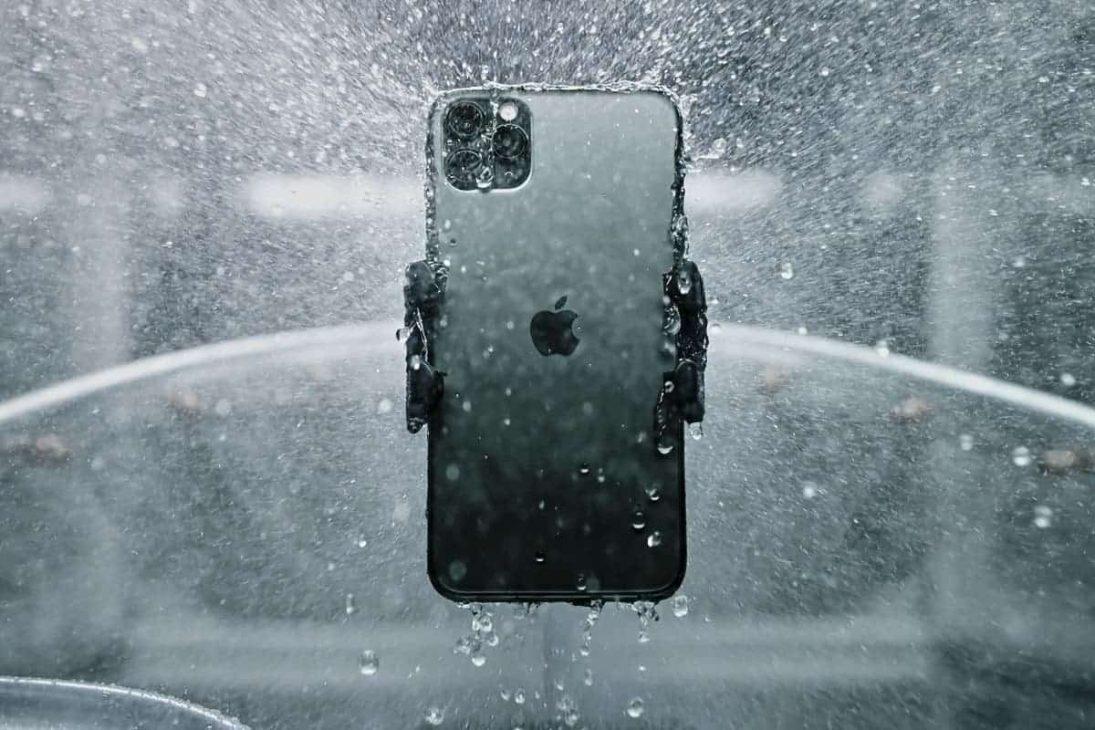 Điện thoại vẫn hoạt động hình thường dù ở đáy hồ đóng băng suốt 1 tháng - iPhone 11 Pro