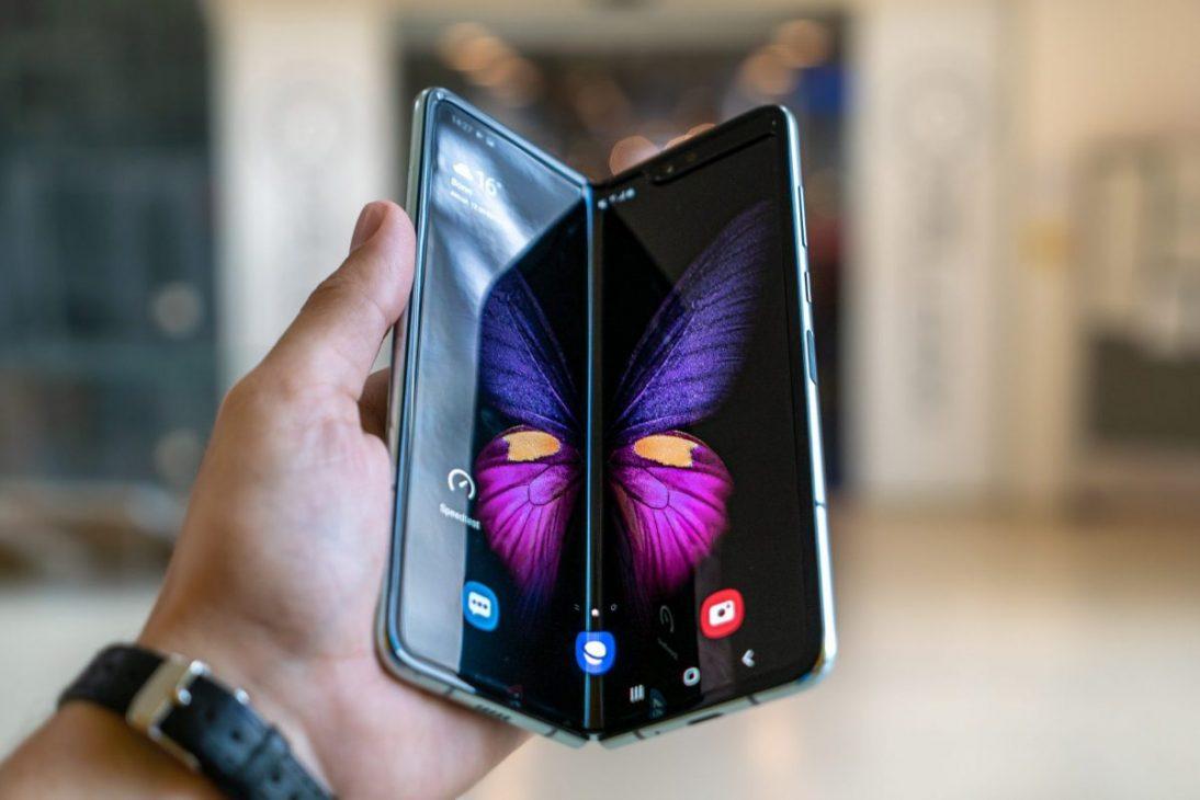 Nhiều lỗi, nhưng cuộc đua điện thoại màn hình gập vẫn thu hút nhiều hãng - man hinh gap 2