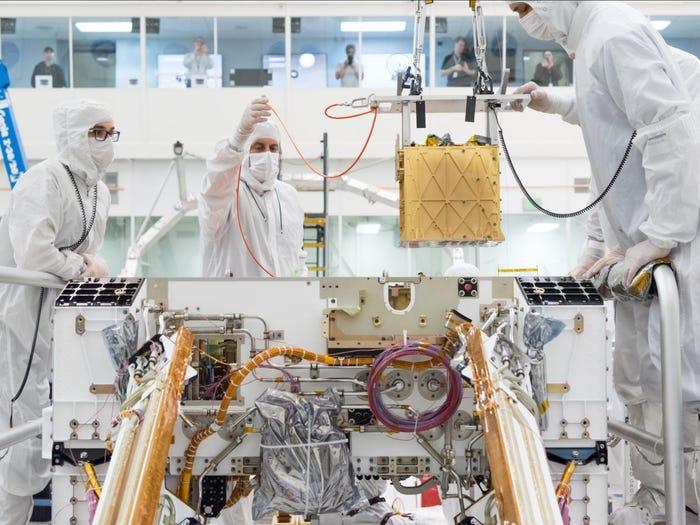 NASA sản xuất oxy từ CO2 trên sao Hỏa, cấp nguồn thở cho phi hành gia và tàu thám hiểm - MOXIE 5