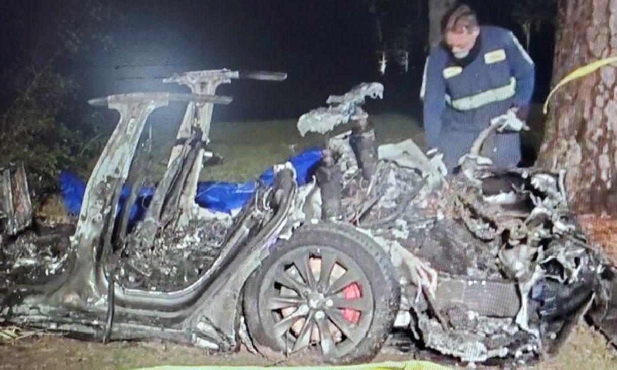Xe Tesla lại gây chết người, nghi vấn được cho do tính năng lái tự động - Tesla 1