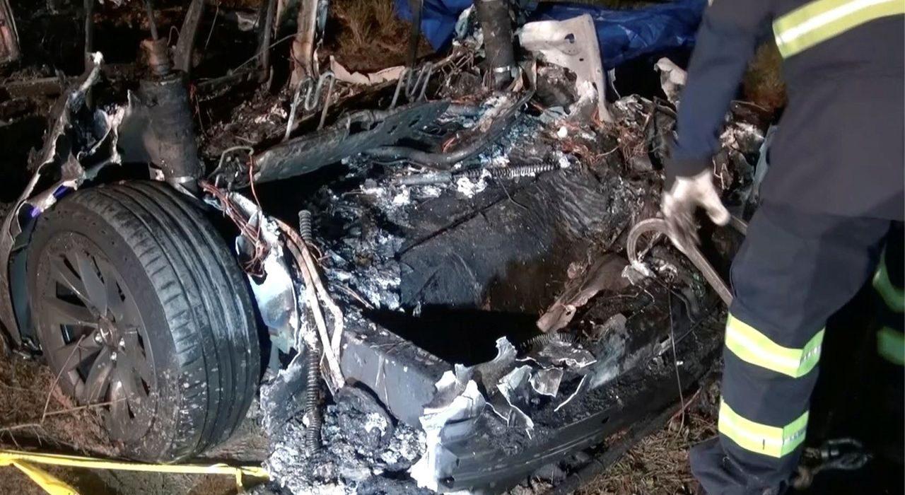 Xe Tesla lại gây chết người, nghi vấn được cho do tính năng lái tự động - Tesla 2