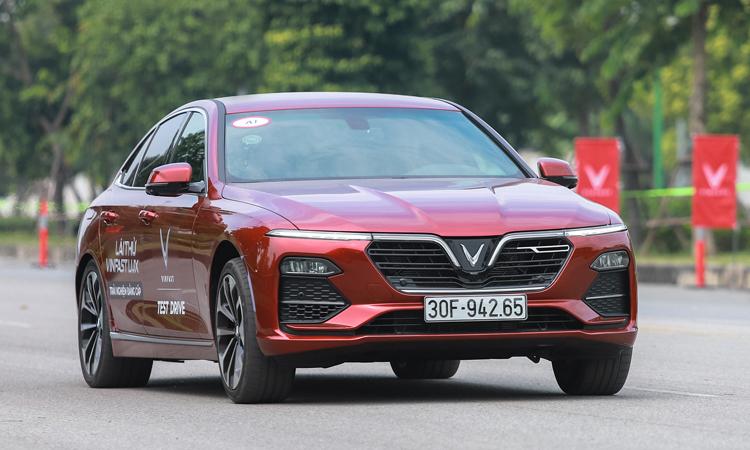 Hơn 70 ngàn chiếc xe hơi được bán ra trong 3 tháng đầu năm 2021 tại Việt Nam - Vinfast Lux 1 1392 1569834089 4362 1574842185