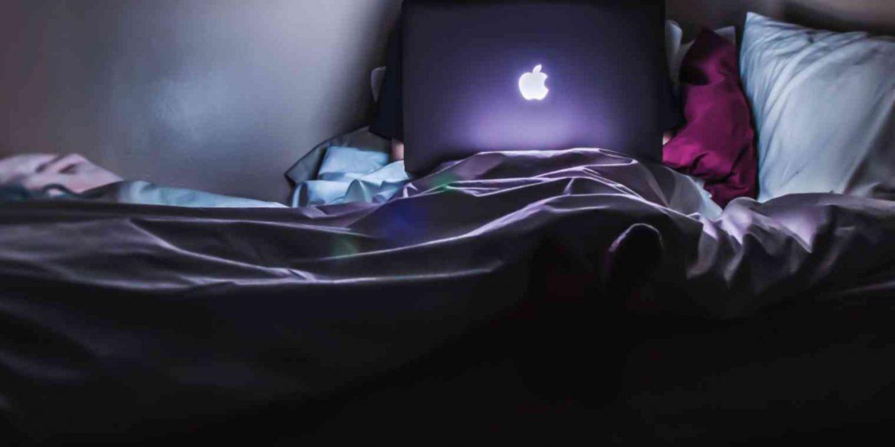 Làm việc, chơi game trên giường - nguy cơ rước nhiều bệnh vào thân - work from bed