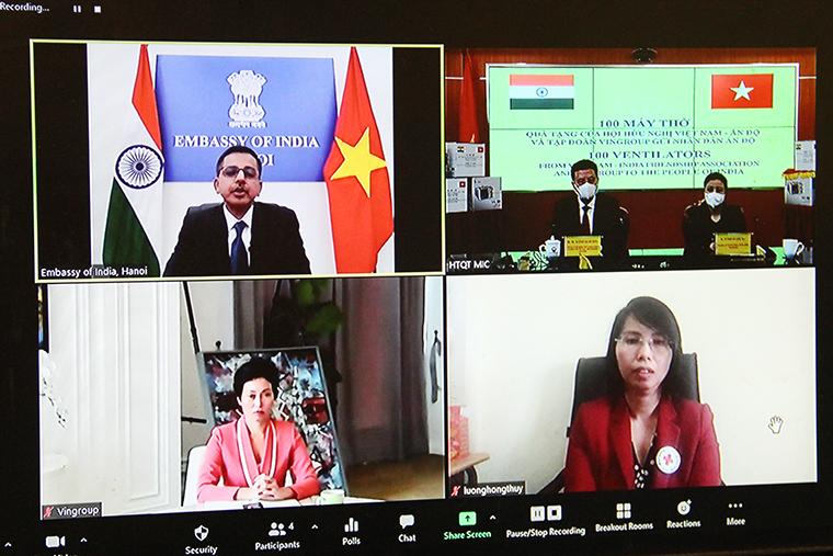 Bộ trưởng Nguyễn Mạnh Hùng trao tặng 100 máy thở cho người dân Ấn Độ - 20210511 ta3