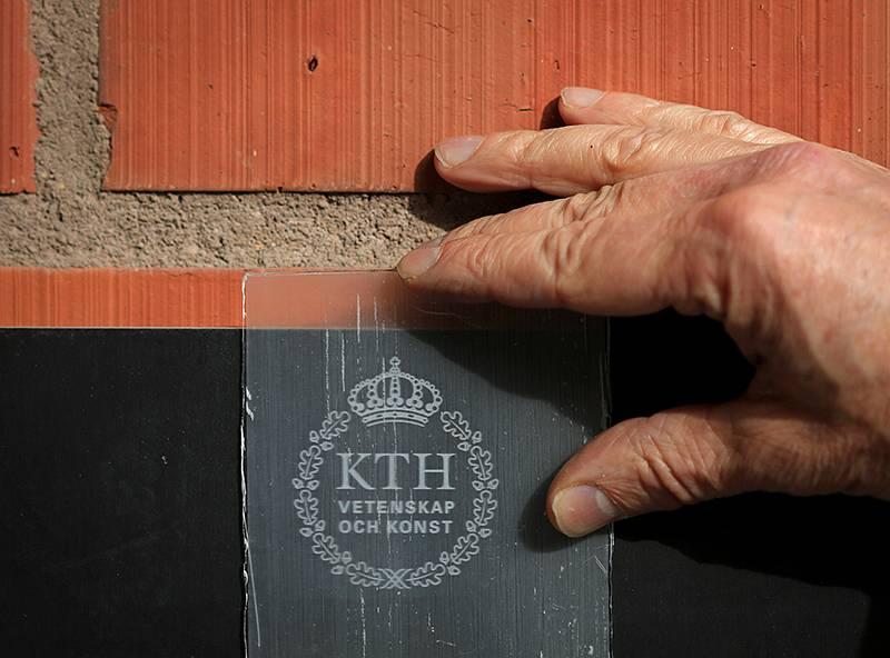 Nghiên cứu thành công gỗ trong suốt sử dụng chiết xuất vỏ cam - go 1
