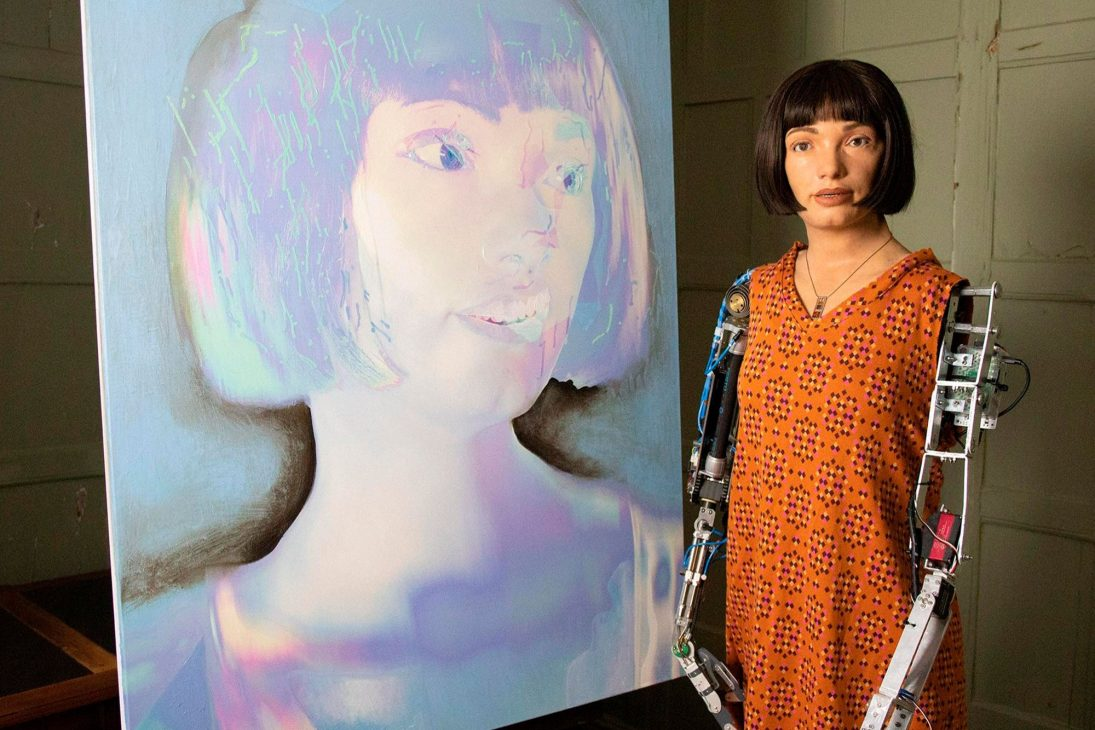 Nàng robot Ai-Da tự họa chân dung - robot Ai Da 3