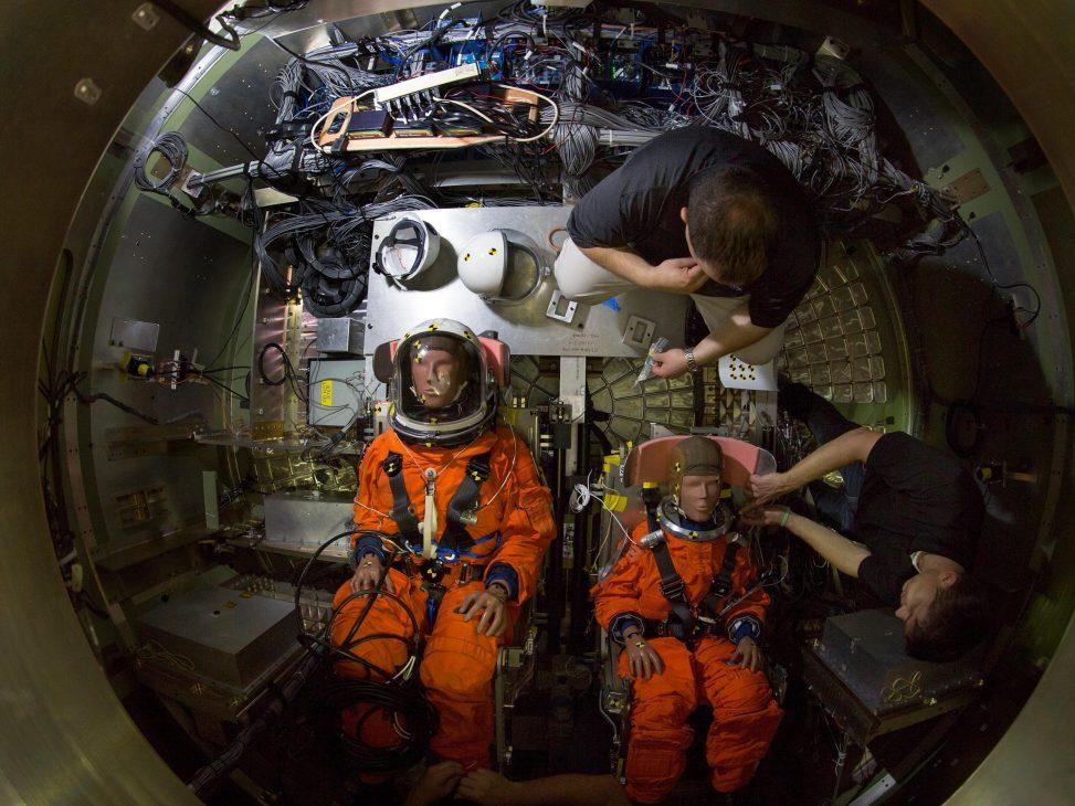 NASA chuẩn bị hình nộm cho chuyến bay thử nghiệm Artemis I đầu tiên không người lái - NASA 2