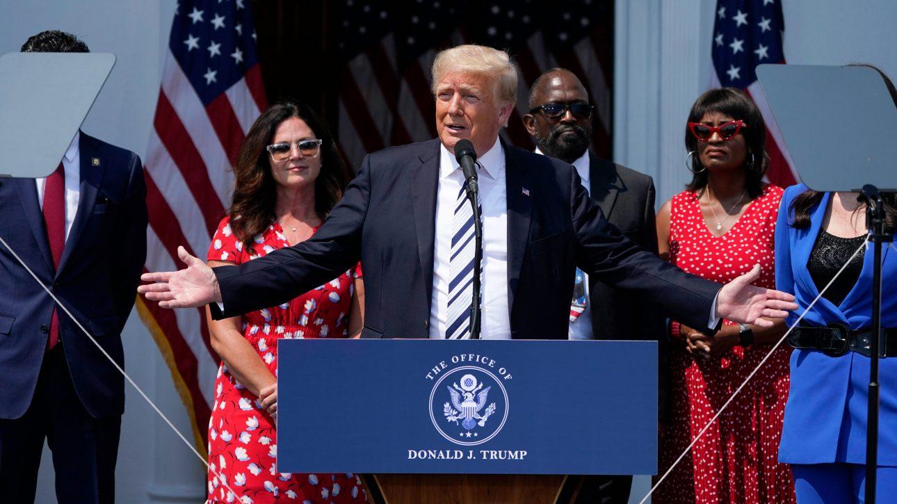 Cựu tổng thống Trump đệ đơn khởi kiện các CEO công nghệ Twitter, Facebook, YouTube - Donald Trump