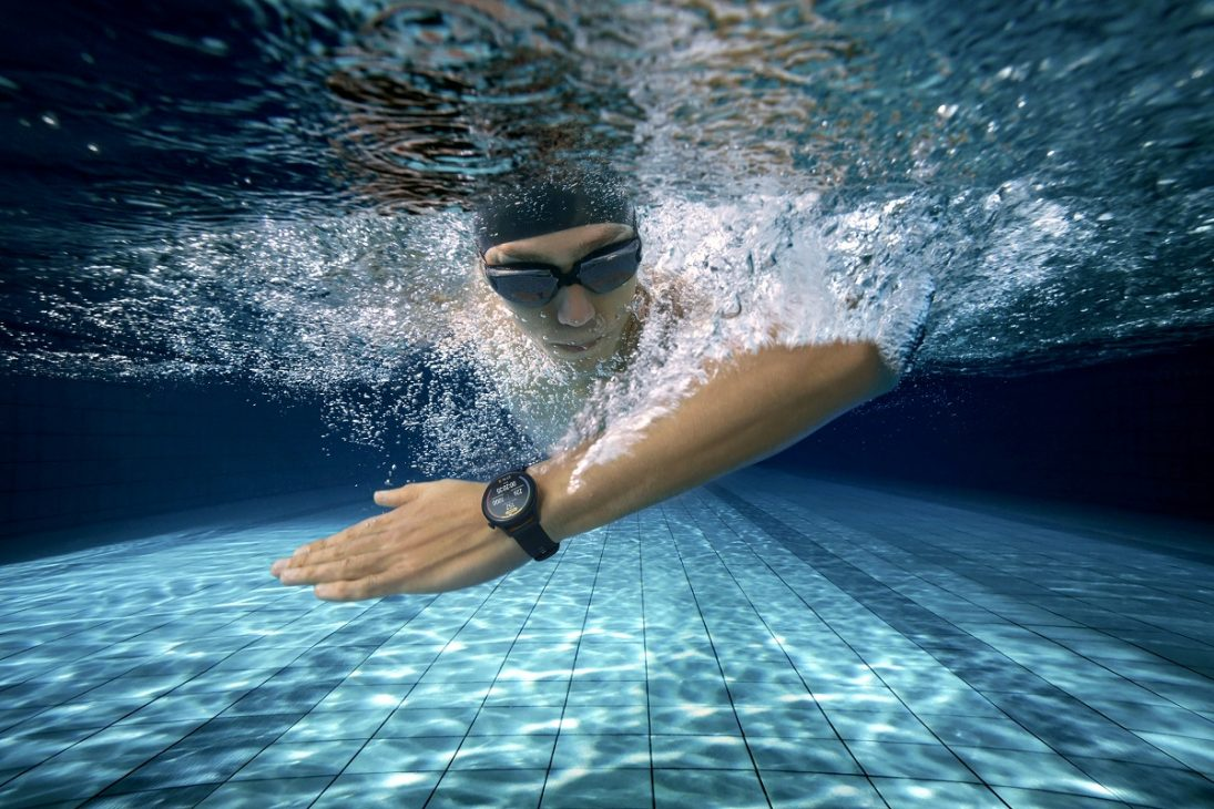 Ra mắt bộ đôi đồng hồ thông minh cao cấp HUAWEI WATCH 3 Series - HUAWEI WATCH 3 lifestyle shot swim A EN