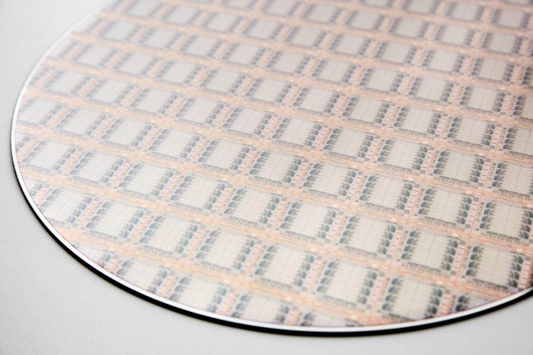 IBM công bố bộ vi xử lý Telum tích hợp AI đầu tiên phát hiện gian lận ngay trong thời gian thực - IBM Z CHIP 01