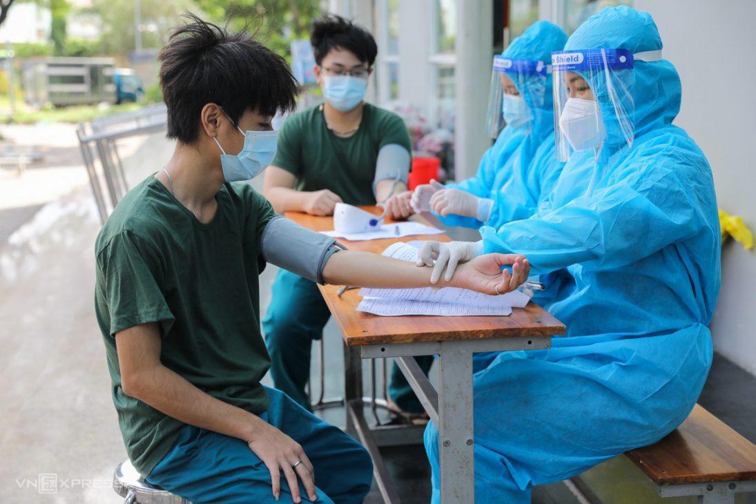 Ông Dương Anh Đức, PCT UBND TP.HCM: Không có chuyện từ chối tiêm vaccine sẽ bị phạt - Vaccine Covid 19 2