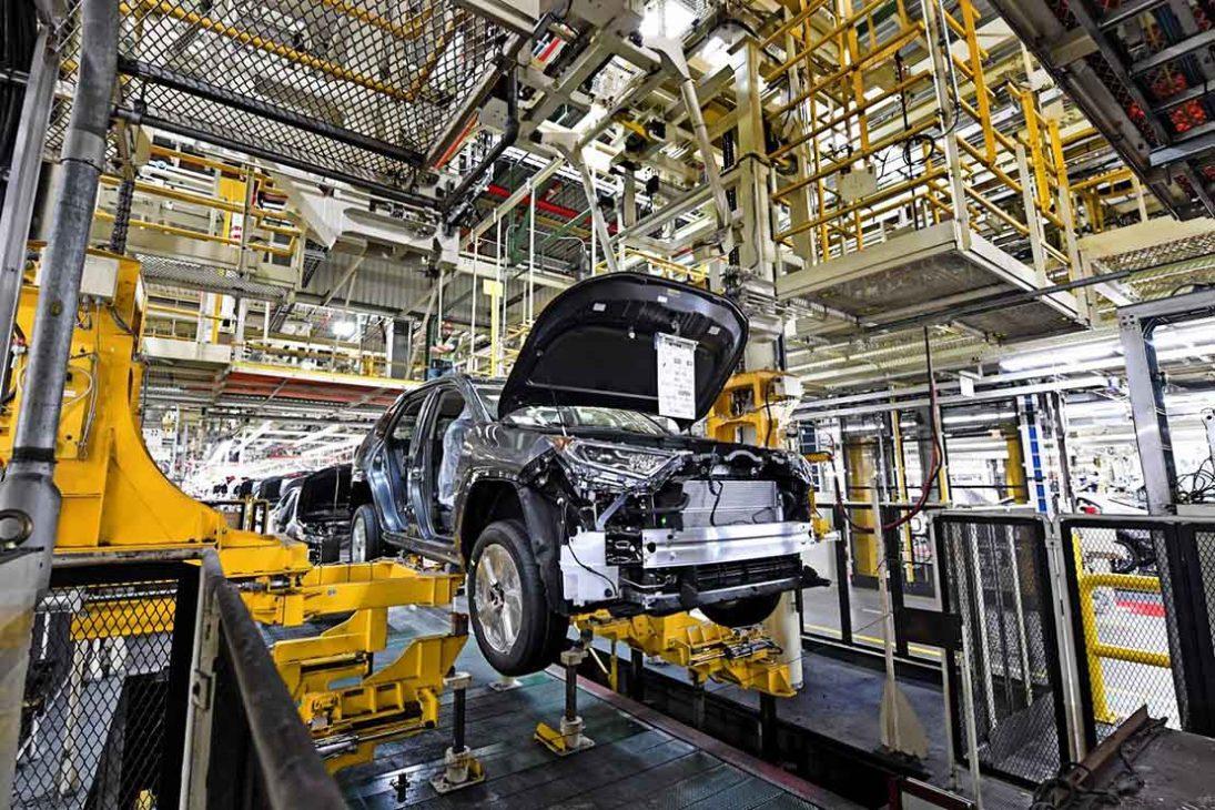 Toyota cắt giảm 300.000 xe khỏi mục tiêu sản xuất - 1 20