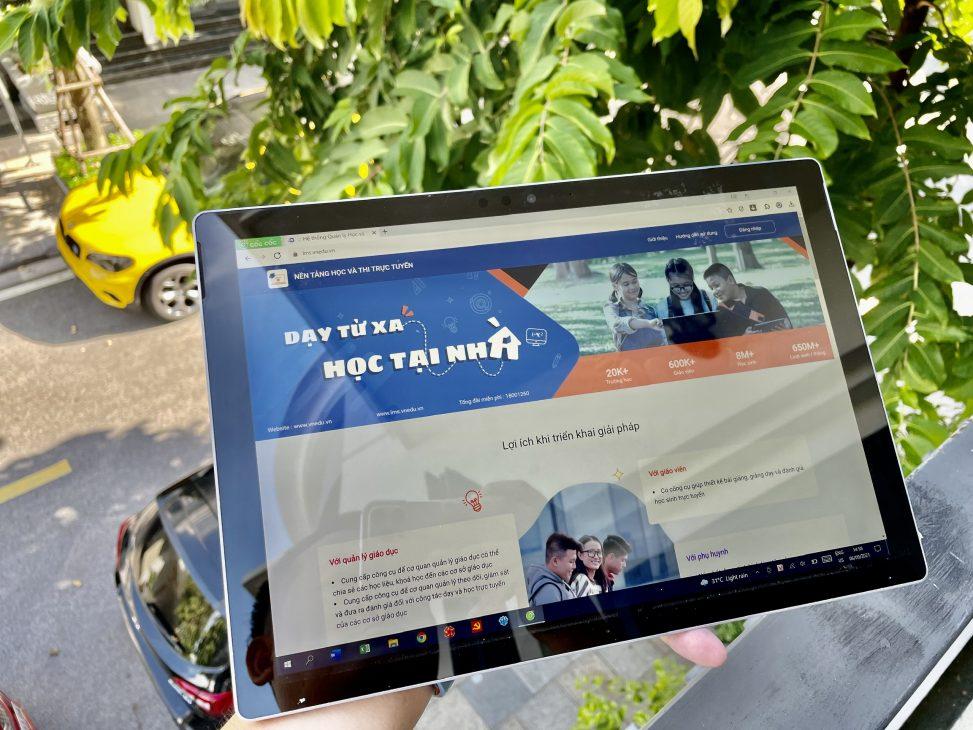 Các doanh nghiệp viễn thông, CNTT sẽ hỗ trợ 1 triệu máy tính cho học sinh - VNPT E Leaning tren may tinh bang voi nhieu tinh nang ho tro hoc tap
