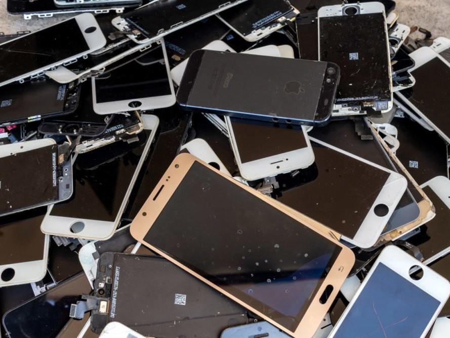 Nếu bạn muốn cứu Trái đất, thì đừng chạy theo sự hào nhoáng của iPhone mới! - iphone 13