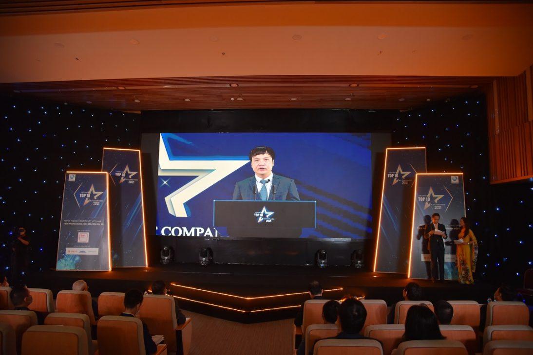 FPT giành 7 giải Top 10 doanh nghiệp CNTT Việt Nam 2021 - Chu tich Vinasa Nguyen Van Khoa