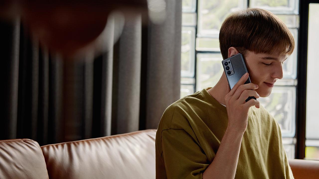 OPPO tung thêm thành viên mới Reno6 Pro 5G cao cấp, nổi bật  quay video chân dung - Reno Glow Xam Anh Trang